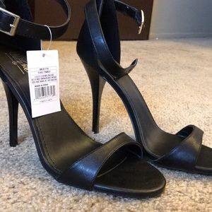 NEW WITH TAGS Mossimo Black Strappy heals size 7.5